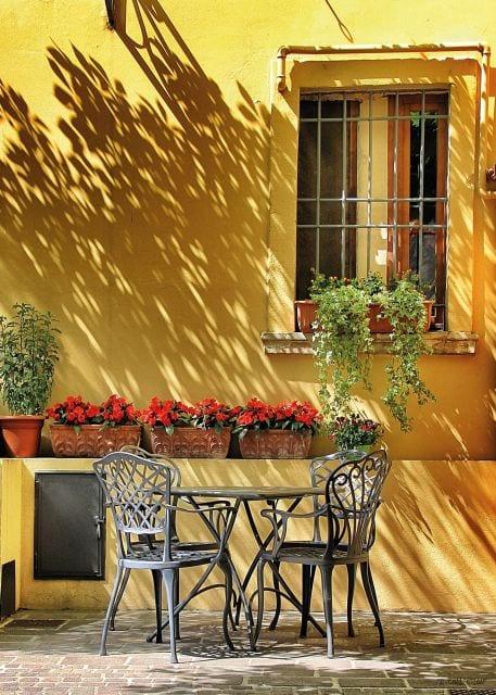 1800408166-buitenschilderij-terrace-yellow-wall-collection70x130
