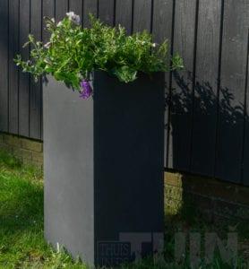 Een vrolijke winterse tuin met behulp van onze bloembakken! thuisindetuin.nl
